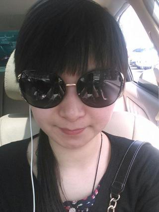 女酷带眼镜加风景的图